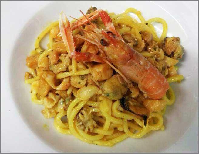Un piatto tipico di spaghetti alla chitarra del Ristorante Trattoria Al Chiostro di San Bonifacio (Verona)