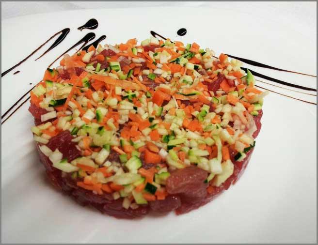 tartar-di-tonno-una-specialità-del-ristorante-trattoria-al-chiostro-di-verona
