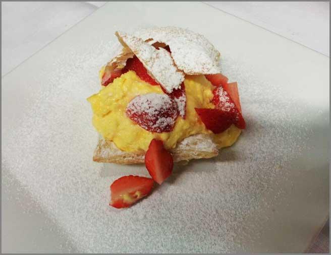 dolce-crema-fragole-specialità-del-ristorante-trattoria-al-chiostro-di-verona